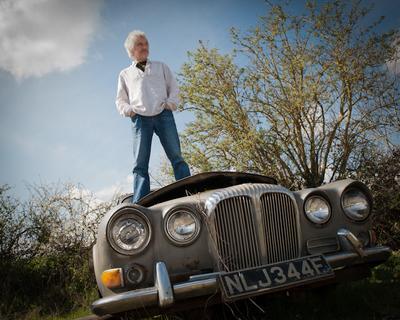 Вилтширские портреты. Блюзмен 2. музыкант, машина, старый, автомобиль,