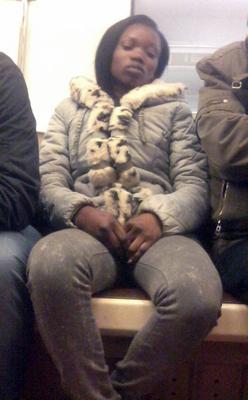 *француженка женщина негритянка метро