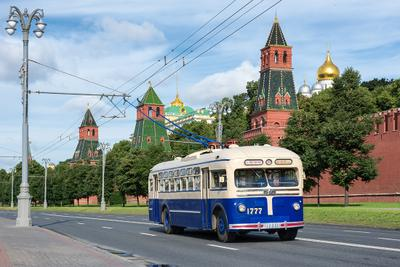 Синий троллейбус мосгортранс москва МТБ-82 троллейбус кремль