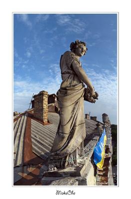 Одна из фигур на крыше дома Либмана Одесса крыша руфинг руферы дом Либмана