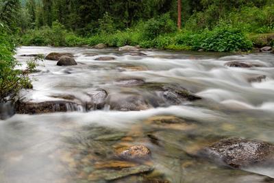 Течение горной реки