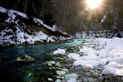 Гуамское ущелье Река зима снег