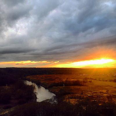 Закат над деревней природа закат деревня облака долина солнце просторы река вечер