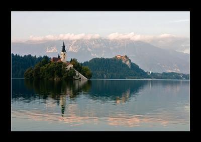 *** озеро словения альпы европа церковь горы остров блед зеркало отражение замок