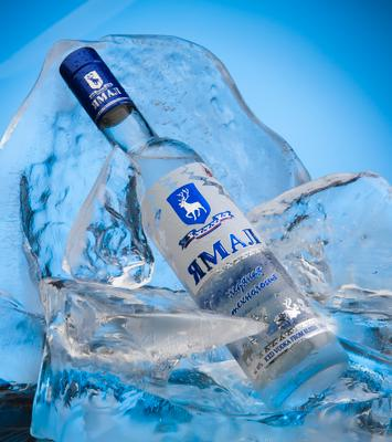 """Горячий холодок"" водка лед бутылка Ямал олень айсберг"