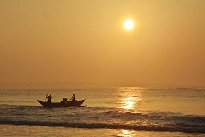 Рыбаки 2 рыбаки лодка Шри-Ланка
