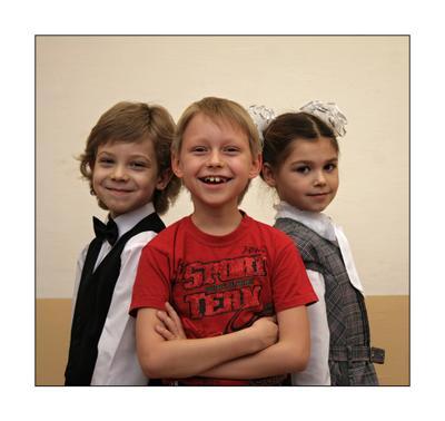 Спортсмен и модели. спортсмен  модели  школьники тройной портрет