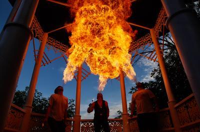 *** фото огонь люди бризеры уфа