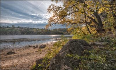 *** река скала осень