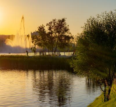 Закат над озером Город вечер огни улица дорога архитектура закат фонтан