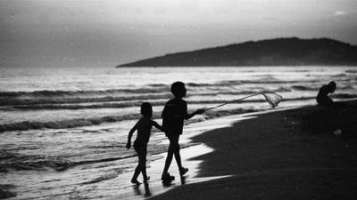 Детство пейзаж черногрия пленка дети пляж закат