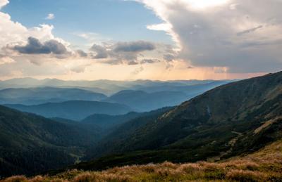 Седая даль закат горы Карпаты