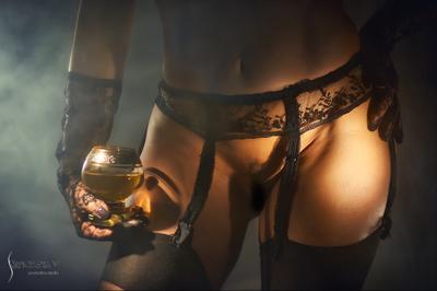 *** девушка бокал белье эротика чулки подвязки