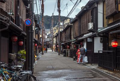 Район Гион в Киото улица фонари