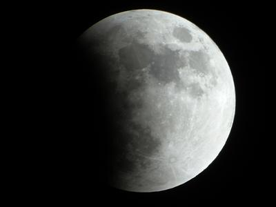 Начало затмения Луна затмение январь небо