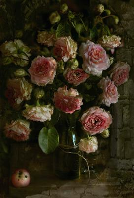 Розы и яблочко