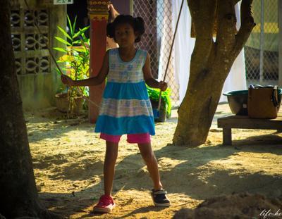 Учусь быть разной... девочка обувь качели