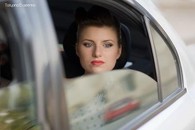 Kate девушка красный автомобиль губы
