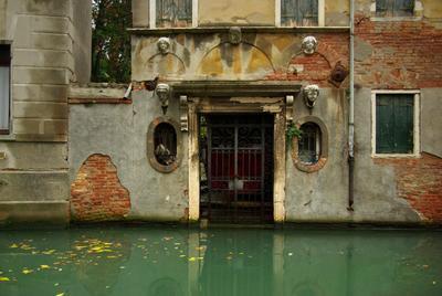il cancello dimenticato венеция канал ворота старые забытые вода