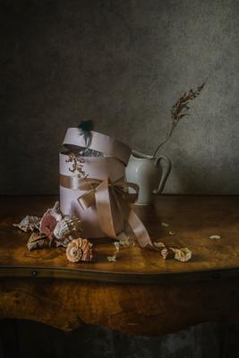 Коробка и ракушки натюрморт коробка фарфор ракушки
