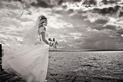 Грозовая Свадебное фото, невеста, переживания, Волга, гроза, фотограф на свадьбу в Тольятти, свадебные фотосессии в Самаре