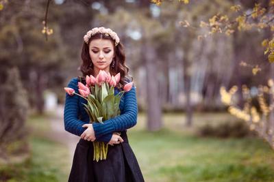 My lovely tulips девушка тюльпаны портрет