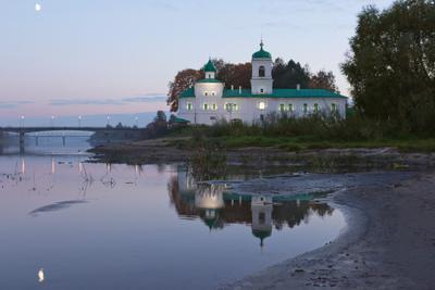 Мирожский монастырь псков храм церковь осень монастырь