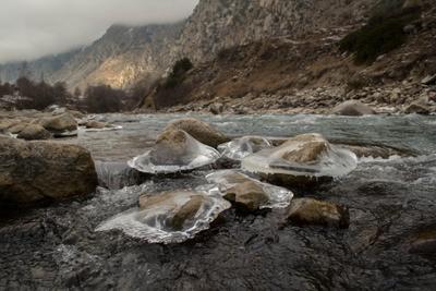 Речные медузы горы река зима Кавказ