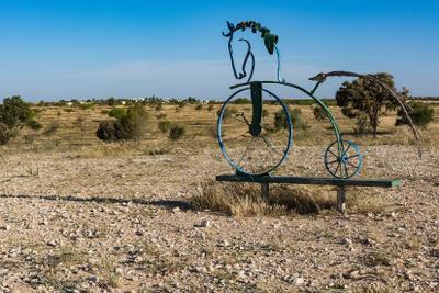 Конь педальный велосипед конь пейзаж инсталяция арт