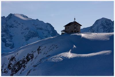 Дом в Доломитах Италия Доломиты Альпы Горы