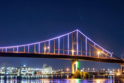 Комета над Киевом_1 комета neowise comet с 2020 F3 город мост пешеходный ночная фотография ночной пейзаж городской ночное небо киев