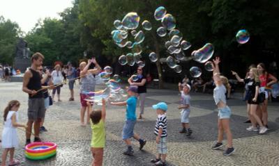 Дарящий радость - 1 Словакия Братислава надувные пузыри