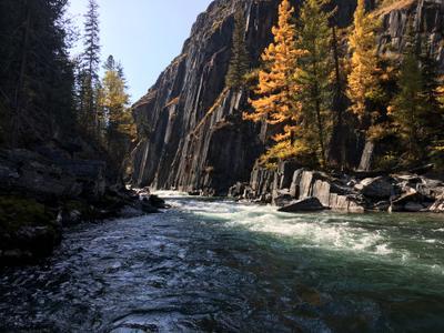 Стена Атлантов в осеннем Горный Алтай осень горы Коксу река водопад стена атлантов