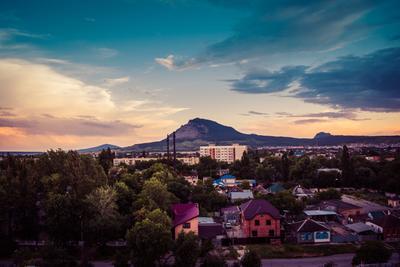 Вид на гору Змейка гора город небо