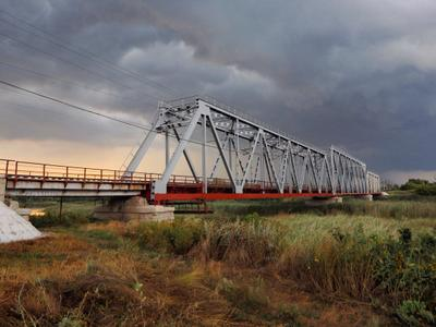 *** Мост река тучи
