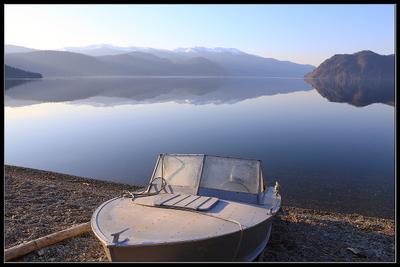 Майское утро Телецкого озера. телецкое озеро утро изморось рассвет