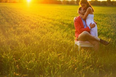 Вечерняя свадьба поле золотистый закат
