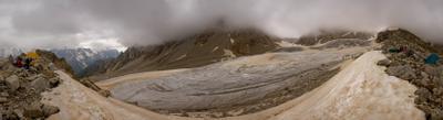 улыбается и показывает язык ледник плечо Шогенцукова Кавказ туризм альпинизм