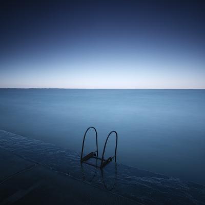 Needle's eye to abyss море вода горизонт небо Утро набережная перила лестница квадрат минимализм длинная выдержка