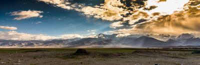 Горы у озера Каракуль