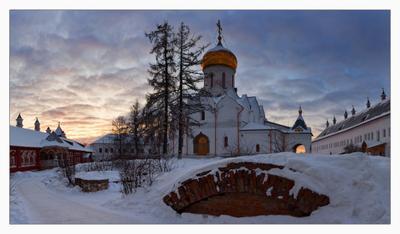 ЗИМНЕЕ УТРО В САВВИНО-СТОРОЖЕВСКОМ МОНАСТЫРЕ Саввино-Сторожевский монастырь зима