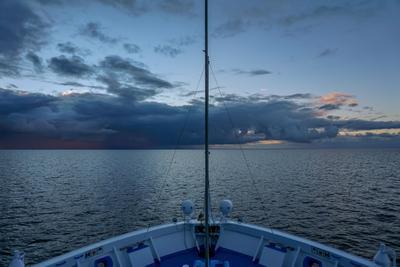 Навстречу буре Природа ладога корабль дождь буря гроза Ладожское озеро
