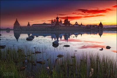Белые ночи на Соловецких островах Россия Соловки рассвет отражение монастырь белые ночи