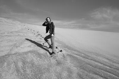 *** девушка песок