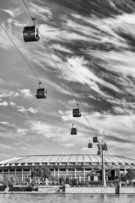 Канатная дорога чб черно-белое город москва воробьевы горы канатная дорога небо геометрия облака осень