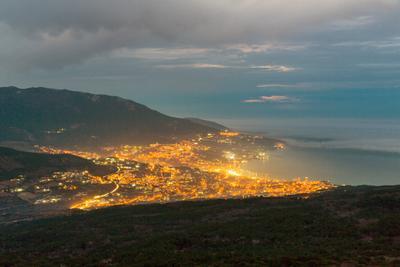 Вечерняя. крым свет вечер небо облака город ялта пейзаж море
