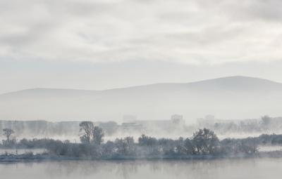 Енисей зимой Енисей зима Красноярск город Сибирь туман река остров деревья иней