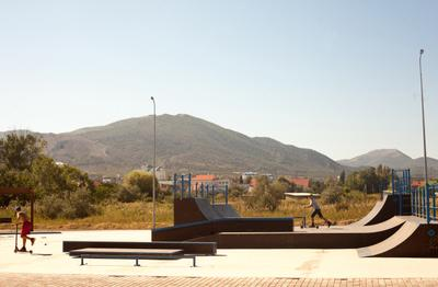 *** скейт-парк лето горы рампа пейзаж самокат деревья город