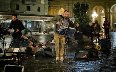 Ритмы вечерней Флоренции... Флоренция Италия город вечер музыка уличные музыканты улица аккордеон