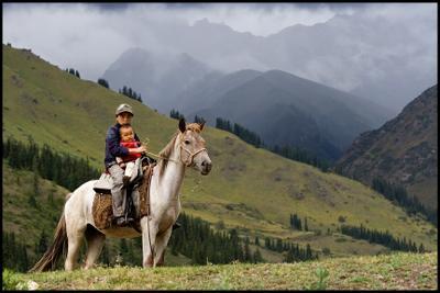 Горцы по-киргизки Киргизия Горы Тянь-Шань Малый Нарын Всадник